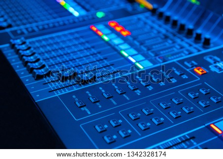 Remote sound engineer. Digital mixing console. Sound equipment. Audio equipment. Sound recording. Organization of speeches.