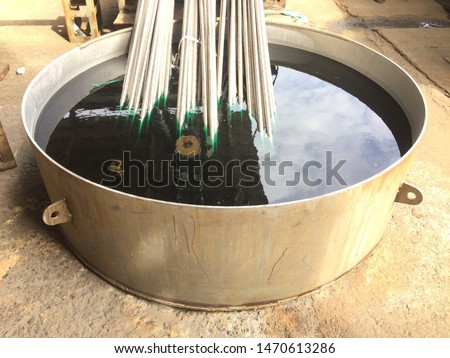 Remove the stainless steel pipe to wash the acid.
