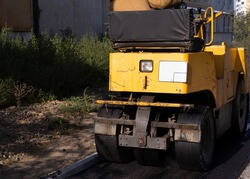Repair of the footpath, during which the road roller compacts the laid asphalt