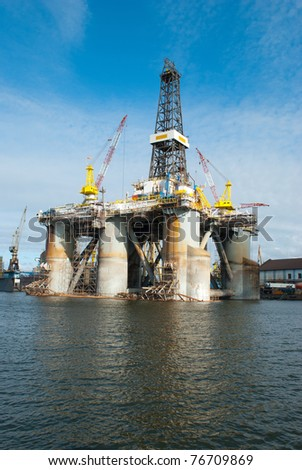 Repair of the oil rig in the shipyard
