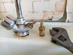 Repair of the old water tap on the kitchen
