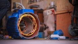 Repair 3-phase motors of industrial plants.