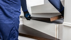 Repair the stairs by the master. Professional installation of a flight of stairs. Professional installation of steps