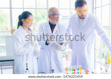 Research teams in health sciences, life sciences and chemistry experiments.