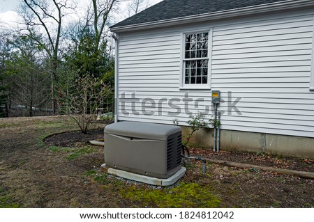 Residential standby generator installed on a concrete pad Foto d'archivio ©