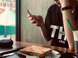 Resting time on holiday. Starbucks , Hatyai , Songkhla , Thailand .