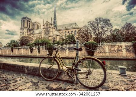 retro bike next to notre dame...