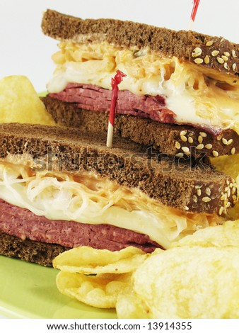 Reuben sandwich with potato chips