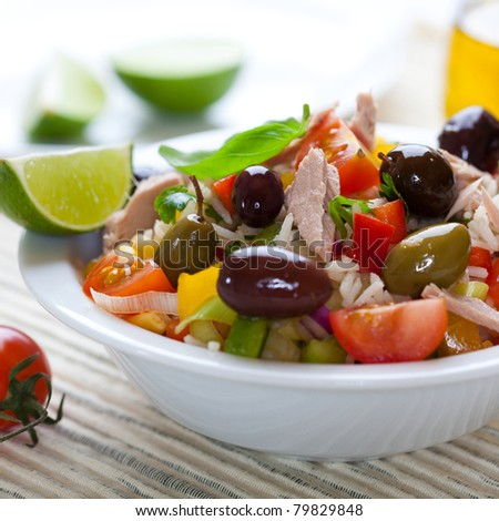Rice salad with tuna and olives