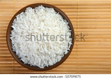 Rice white detail view with brown plate