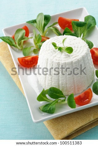 Ricotta with tomato and valerian