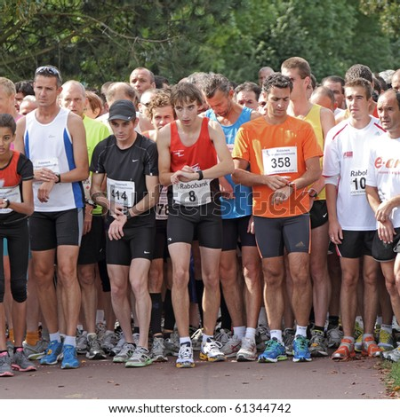 RIDDERKERK, THE NETHERLANDS - SEPT 18: The start of  21st Rabo Oosterparkloop from 15 km, 10km and 6.3 km circuit for all ages on Sept 18, 2010 in Ridderkerk, The Netherlands.