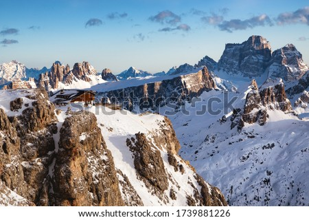 Rifugio Lagazuoi and Cable car station against the background of the Dolomites at sunset. Winter Alps near Cortina d'Ampezzo, Veneto, Italy. Postcard, Falzarego Pass, Dolomiti. Famous observation deck Foto d'archivio ©