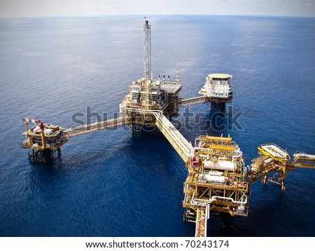 Rigs offshore Oil refinery