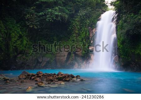 Rio Celeste waterfall in Tenorio Volcano national park, Costa Rica. Foto d'archivio ©