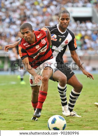 RIO DE JANEIRO - DECMBER 04: Player Willians in action during the Brazilian Championship match between Vasco vs Flamengo at Engenhao Stadium on December 04, 2011 in Rio de Janeiro, Brazil.