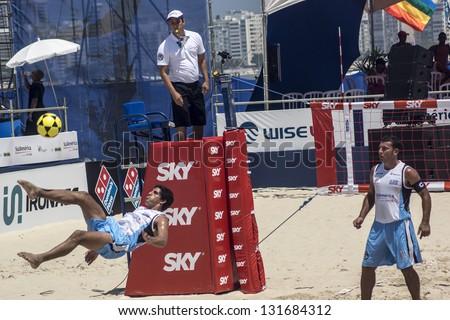 RIO DE JANEIRO - MARCH 09: Defense play of the Uruguay Team.  Event Mundial de Futevolei 4 X 4 2013,  March 09, 2013 in Rio de Janeiro, Brazil