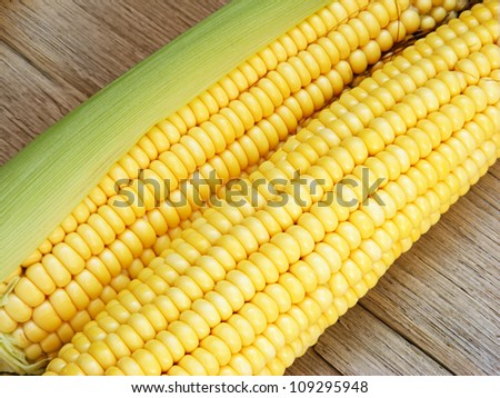 Ripe corn on a wooden table
