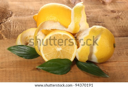 ripe lemons with leaves on wooden table