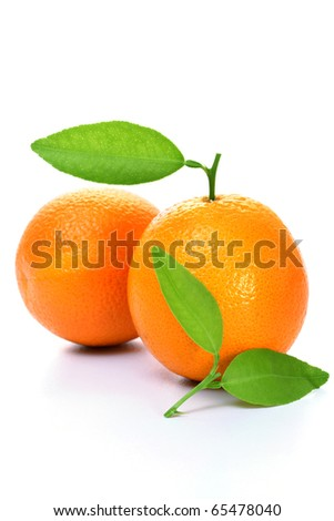 Ripe oranges with leaves