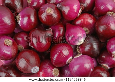 Ripe red onions as background