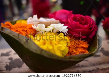 Rishikesh Worship Flowers during  Ganga Aarti Foto stock ©