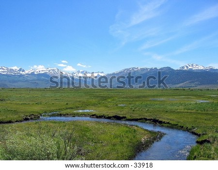 River in front of mountains in Northern California