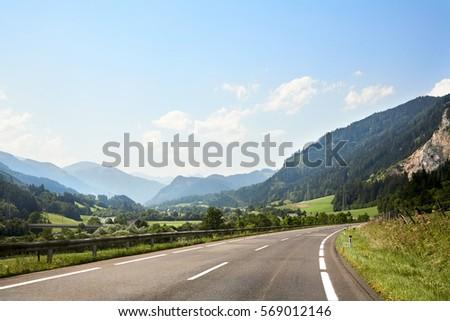 road along Alps