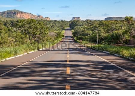 road at chapada das mesas...