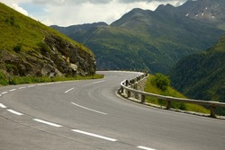 Road turning in the mountains