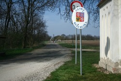 Roadsign indicating the entratnce in Czechia, with its coat of arms and Czech republic written in Czech, at the border with Austria between Novy Prerov and Alt Prerau indicating presence of frontier