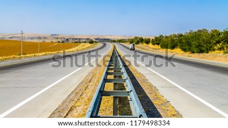 Roadway dividing line