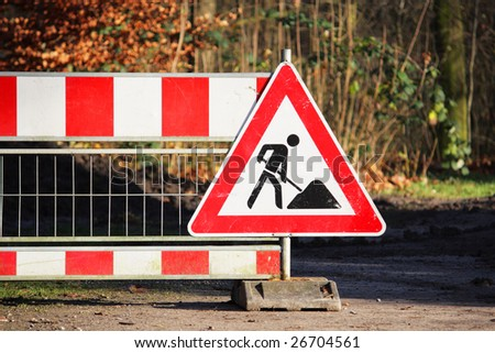 Roadworks sign (under construction, men at work)