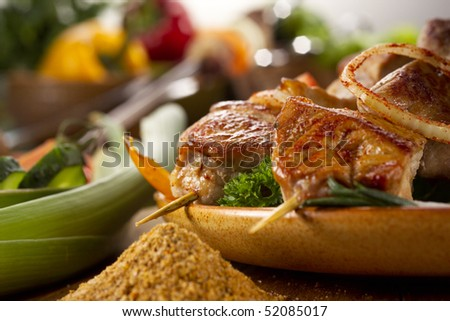 Roasted meat with condiment