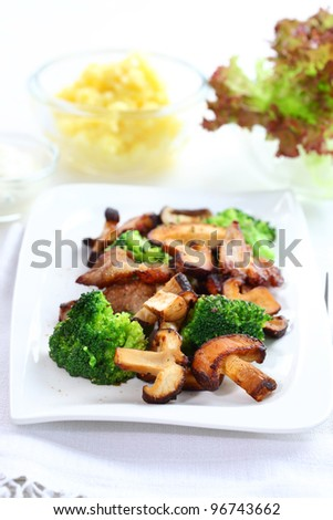 Roasted pork meat with shiitake mushrooms and broccoli
