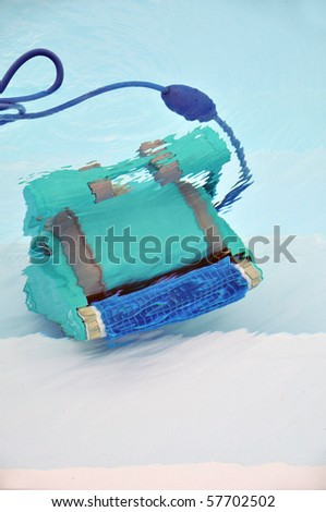 Robot cleaning swimming pool