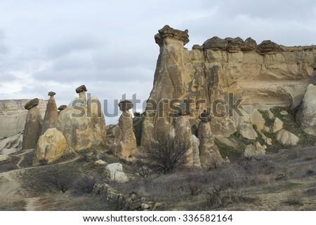 Rock-mushrooms okrestnostjah the town of Ã?avu?in. Cappadocia, Turkey Stok fotoğraf ©