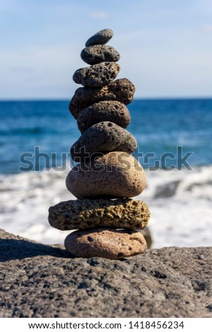 ROCKS IN EQUILIBRIUM ON THE BEACH