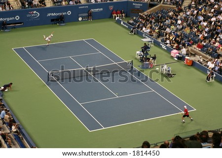 Roddick serving an ace against Hewitt at 2006 US Open