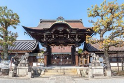 Rokusonno Shrine is located in Minami-ku, Kyoto City, Kyoto Prefecture. It is a famous place for cherry blossoms.