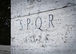 Roma symbol SPQR