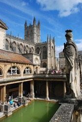 Roman Baths & Bath Abbey, with Roman statue; Bath, England