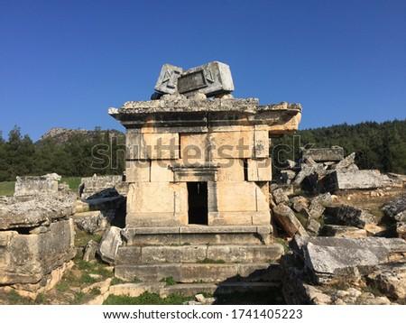 Roman house-type tomb in Necropolis of Hierapolis (Roma ev tipi mezar) Stok fotoğraf ©