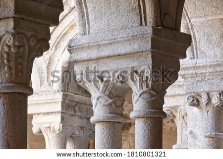 Romanesque columns in Ribeira Sacra. Santo Estevo abbey. Galicia, Spain Foto d'archivio ©