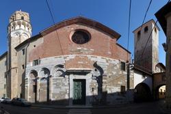 Romanesque San Nicola church facade in Pisa, Italy