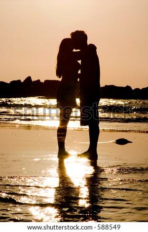 sunset love kiss. Couples-love-kiss-romantic