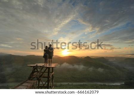 Romantic sunrise at Panguk Hill, Dlingo, Bantul, Yogyakarta, Indonesia (Menikmati sunrise romantis di Bukit Panguk Kediwung, Manunan, Dlingo, Bantul, Yogyakarta)) Stok fotoğraf ©