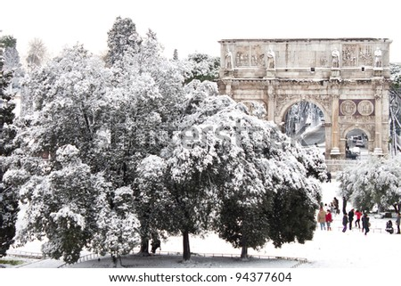 ROME - FEBRUARY 04: Amazing view of the Arch of Constantine with snow on February 4, 2012. Snowfalls in Rome are very rare, the last similar snowfall was in 1985.