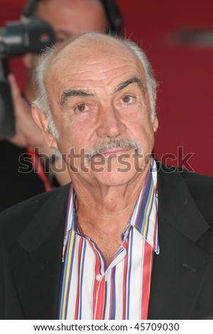 ROME - OCTOBER 13: Sean Connery attends the premiere of the movie 'The Bowler and the Bonnet' on the first day of Rome Film Festival (Festa Internazionalel di Roma) on October 13, 2006 in Rome, Italy.