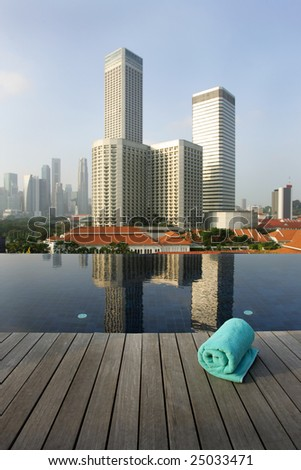 Roof top infinity pool and business district skyline, Singapore